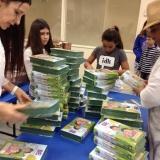 Preparando-las-BE-para-la-entrega-a-hijos-de-inmigrantes-en-Homestead-FL-e1464961562907